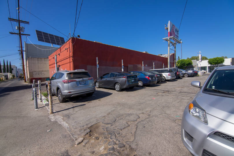 Parking at 131 N La Brea Ave with 10 Available Spots